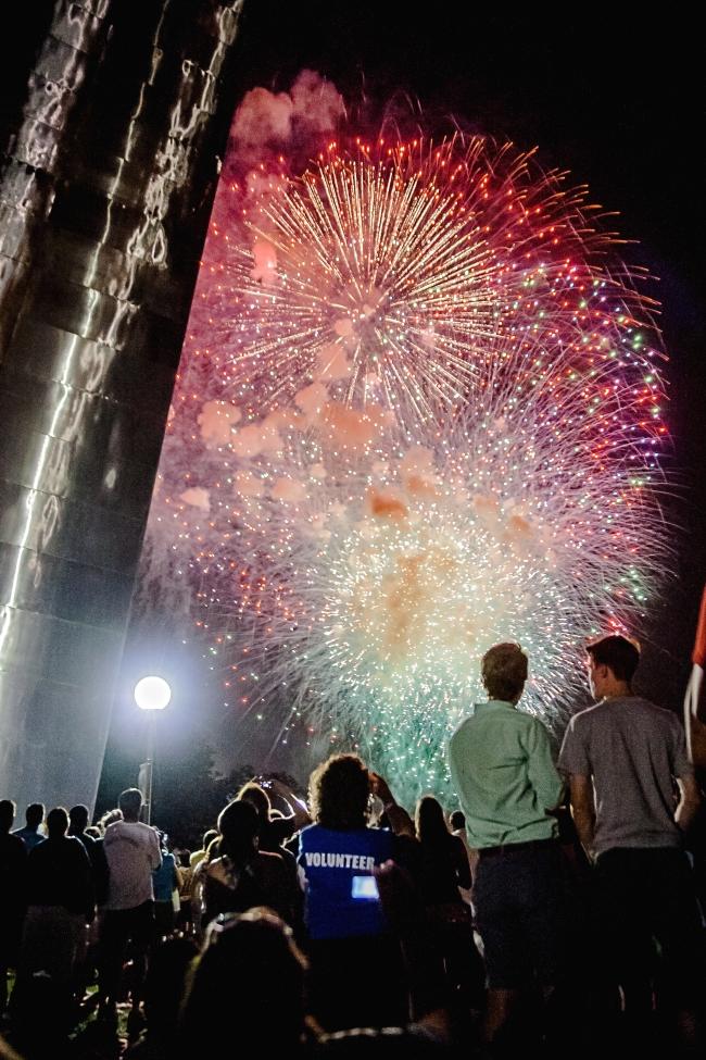 gateway arch fireworks-2 small