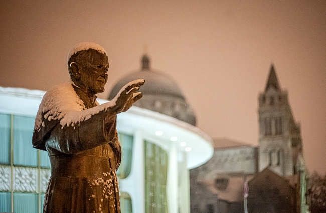 pope john paul II statue saint louis cathedral basilica-1 small